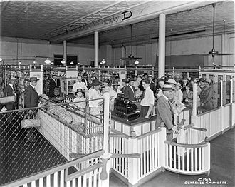 Piggly Wiggly - first supermarket opened 1916 Memphis Tennessee