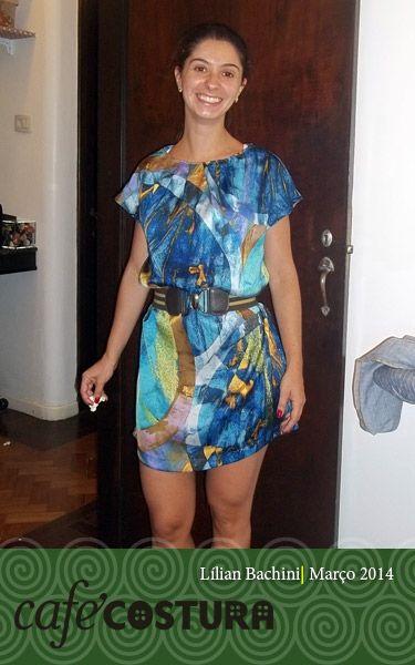 Lílian muito charmosa com seu vestido estampado!