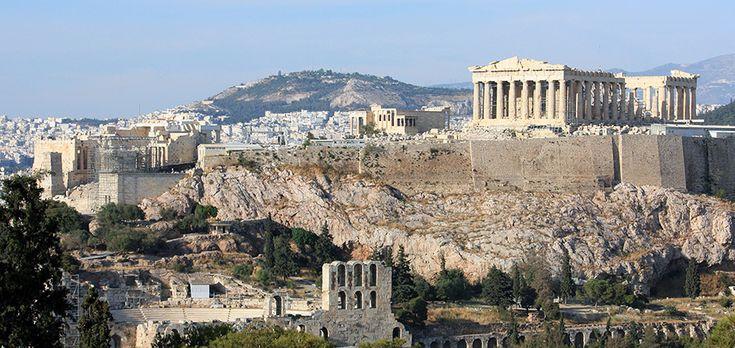 Dia 1: Visitaremos La Acrópolis de Atenas.Ubicada en una cima que se alza 156 metros sobre el nivel del mar ,y es posible divisarla desde la mayoria de las zonas de la ciudad. Lugar caracteristico de la mayoria de las ciudades griegas que poseia la funcion defensiva , ademas de funcionar como sede de los principales lugares de culto. Contiene algunos de los monumentos más conocidos de la Grecia clásica: el Partenón, el Erectenion entre otros.