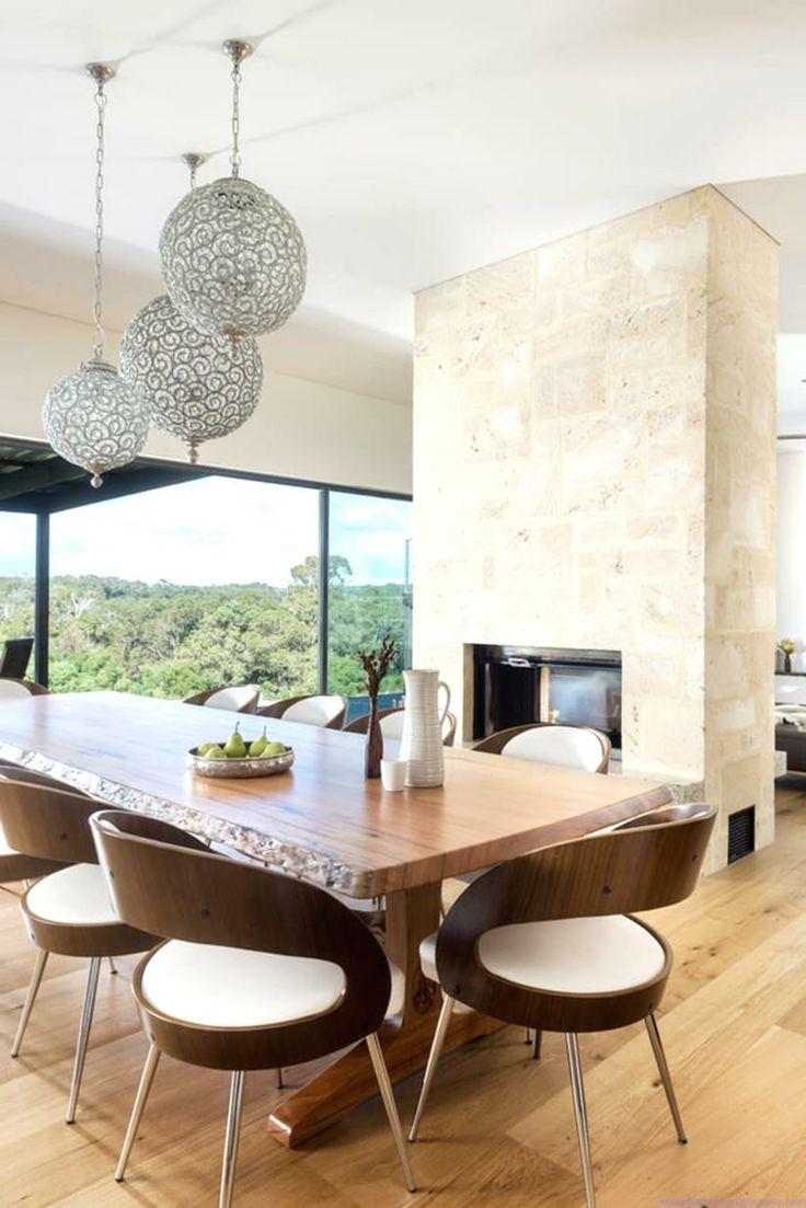 Habillage de cheminée en pierre naturelle table à manger en bois massif et chaises assorties