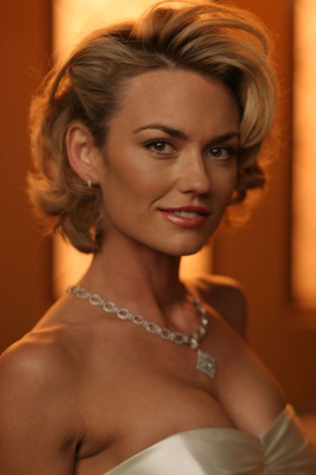 Kelly Carlson - love her hair and outfit