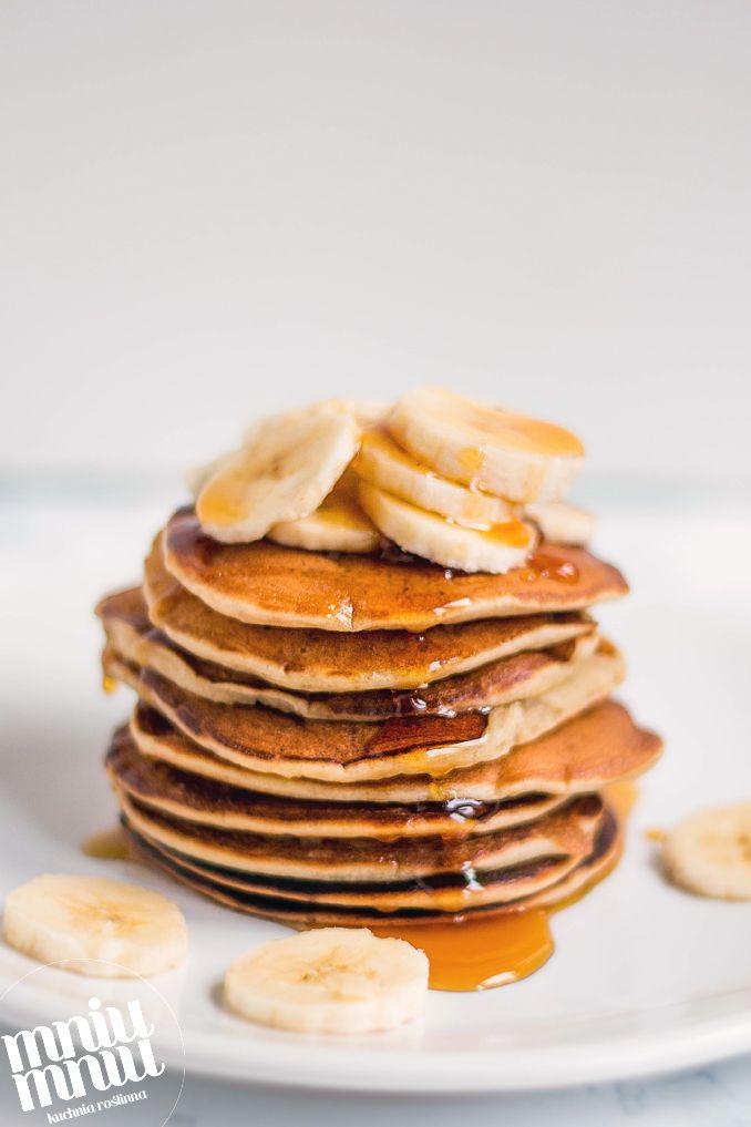 Pancakes to jedne z najprostszych i najsmaczniejszych placuszków, które bez problemu przygotujemy w wersji wegańskiej. Zupełnie nie potrzeb...
