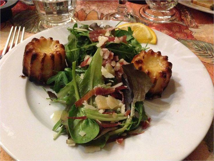 Mmm, la salade de cannelés au beaufort