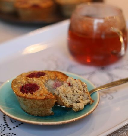Muffins légers aux flocons d'avoine, framboises ou chocolat [sans farine, beurre, possible sans oeufs] / baked oatmeal muffins
