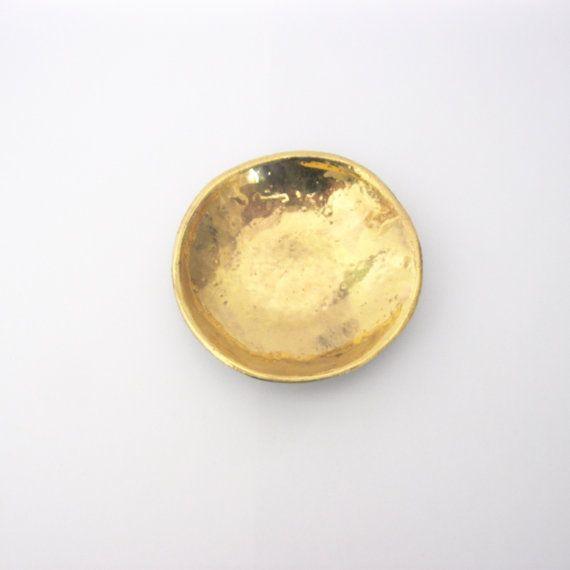 Klein keramieken ring-schaaltje met goudluster door twotimesNada