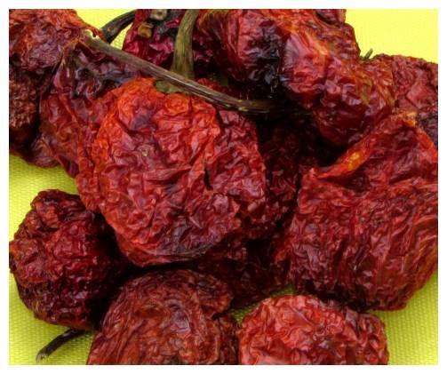 Toto je nejsilnější chilli paprička na světě - Carolina Reaper. Obvykle je jen o polovinu slabší, než pepřový sprej americké armády ;-) troufáte-li si na ni, klikněte na obrázek a můžete hned nakupovat. #vaření #jídlo #koření #chilli