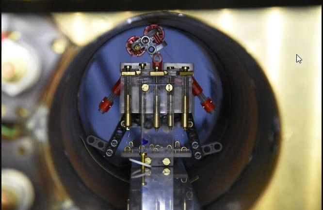 No es la primera iniciativa que propone inyectar pequeños robots en el cuerpo del paciente para ayudar a combatir determinadas enfermedades. Pero esta propuesta es diferente, porque ha conseguido controlar el comportamiento individual de estos pequeñitos robots, usando campos magnéticos.
