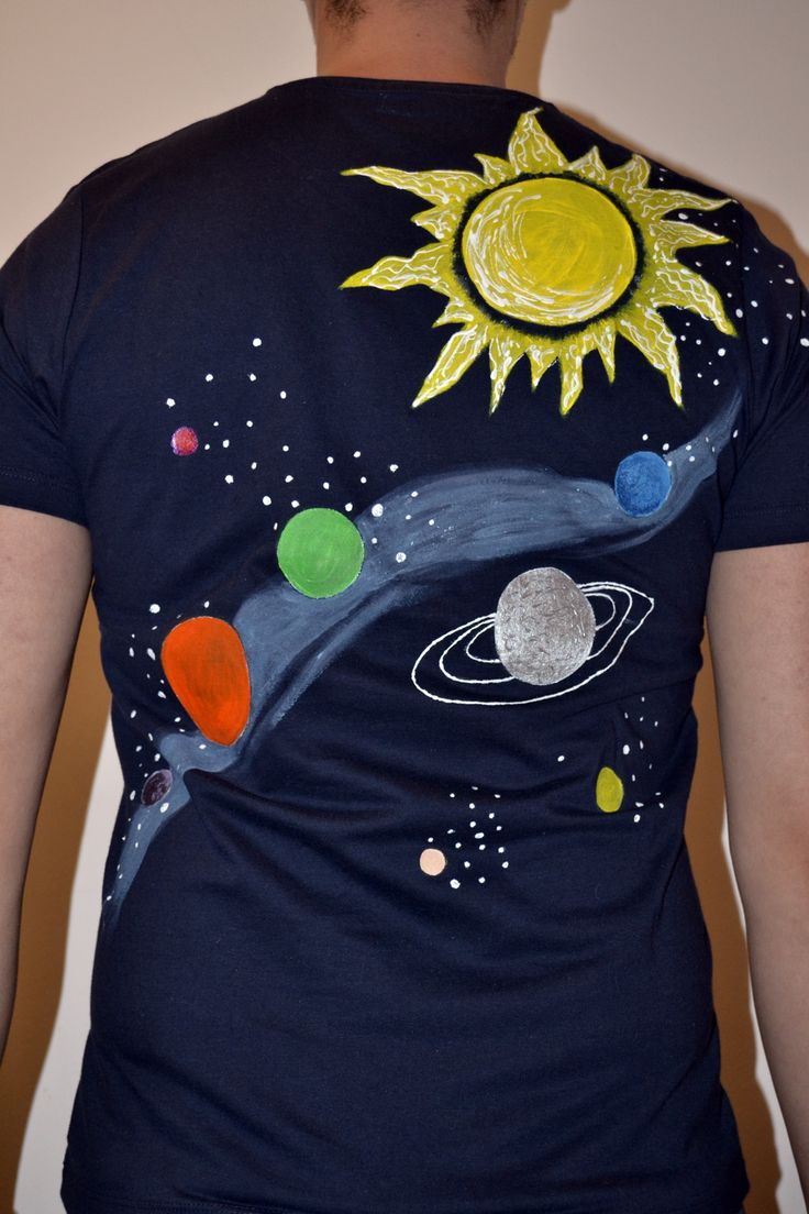 Carry Universe in our back.  The Sun  on the shoulder and the rest of the planets and the stars all over!  Painted with special paint for textile. For a long life resistance of the colors, wash it in the washing machine at 30-40 degrees or manually. Size: M. 100% cotton.