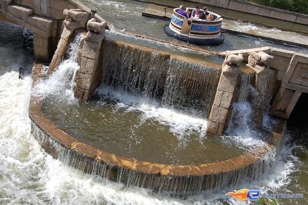 8/11 | Photo de l'attraction El Rio située à Bobbejaanland (Belgique). Plus d'information sur notre site www.e-coasters.com !! Tous les meilleurs Parcs d'Attractions sur un seul site web !!