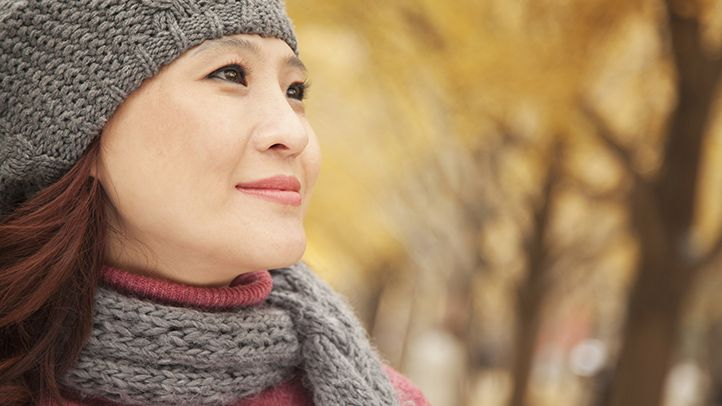 In fall and winter, allergic asthma triggers lurk both indoors and out. Get tips on what you can do to limit your exposure and manage triggers in these seasons.
