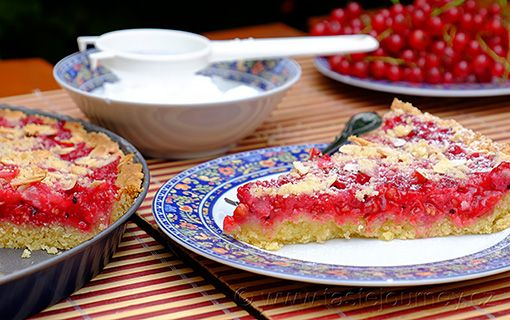 Rybízový+koláč+s+mandlemi+-+rybíz+v+luxusním+obalu