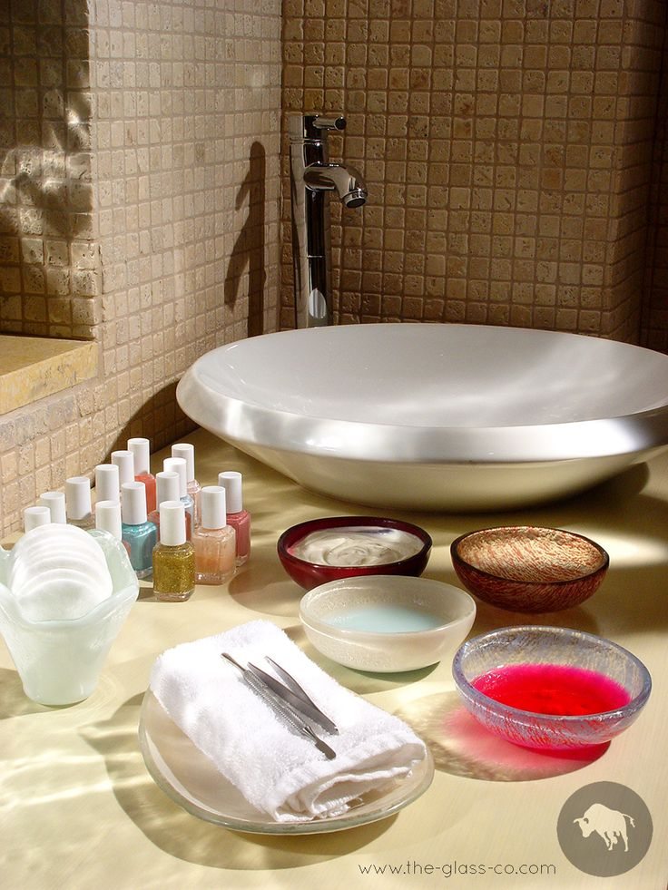 #Spa #Bowls Spa manicure amenities with spa manicure handmade glass bowls and oshibori tray designed by www.the-glass-co.com