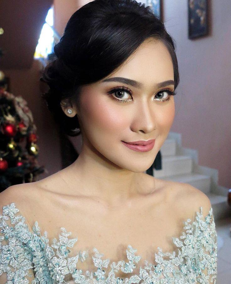 "102 Likes, 5 Comments - Makeup Artist Jakarta/Bogor (@dininurdianimua) on Instagram: ""Natural beauty  ditaplokin bedak dikit udah syantik ✨ . . . #mua #muajakarta #muabogor #muadepok…"""