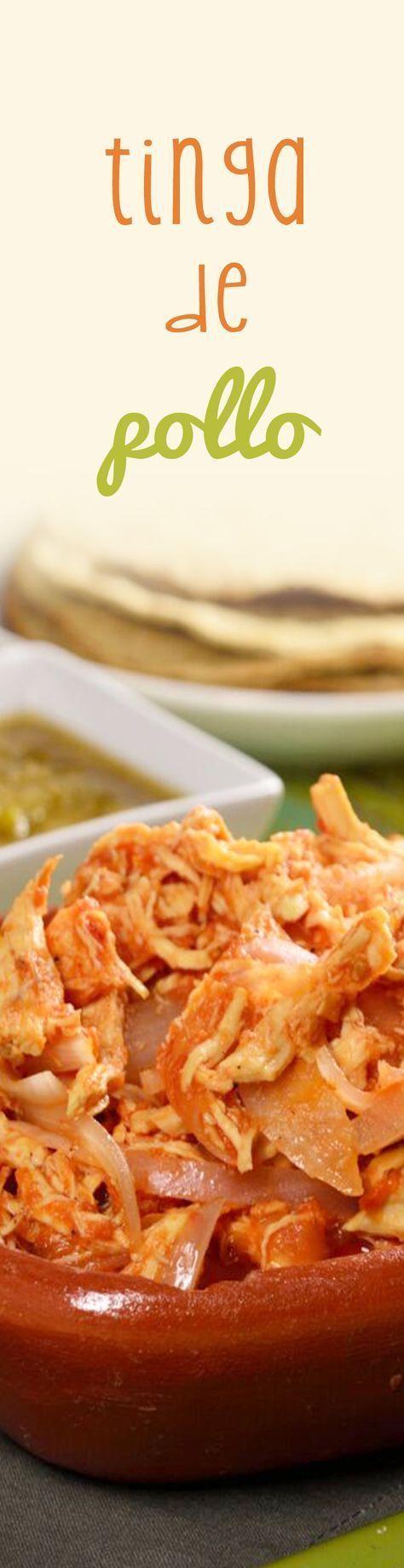 La tinga de pollo es una receta mexicana económica y fácil de preparar. Se puede comer en tacos, tostadas o con lo que más te guste y por su sabor muy tradicional es perfecta para preparar en celebraciones mexicanas.