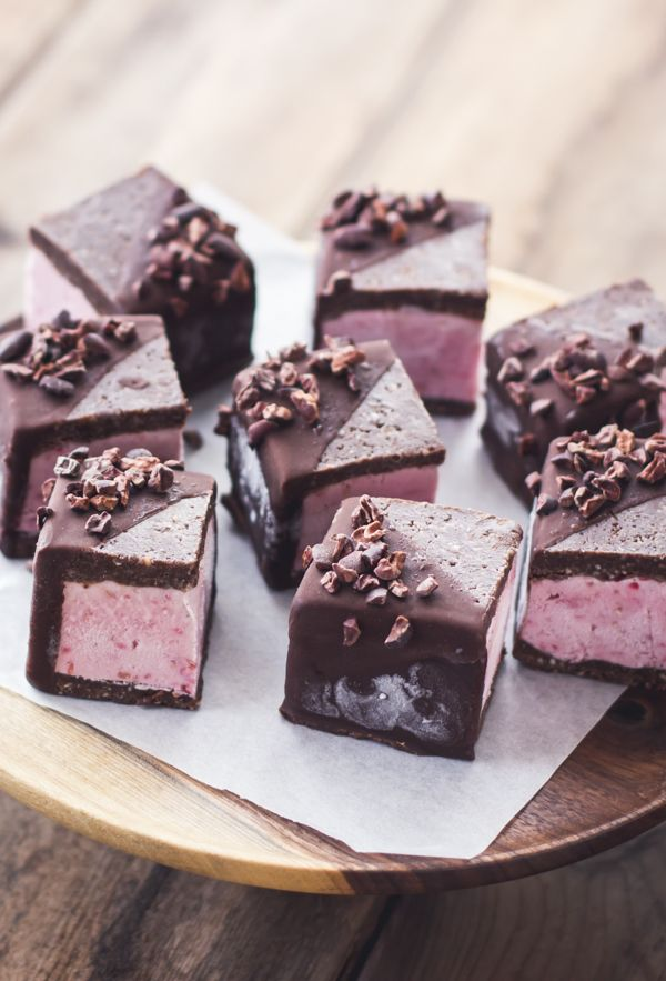 Dessert Recipe: Raspberry Brownie Ice Cream Sandwiches #vegan #glutenfree #dessert #recipes
