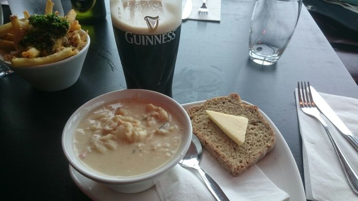 7.5/10 - €5.95: A lot of good fish, great cream, missing a bit of fishy taste, too fresh? Great view upstairs at Findlater Bar & Grill in Howth
