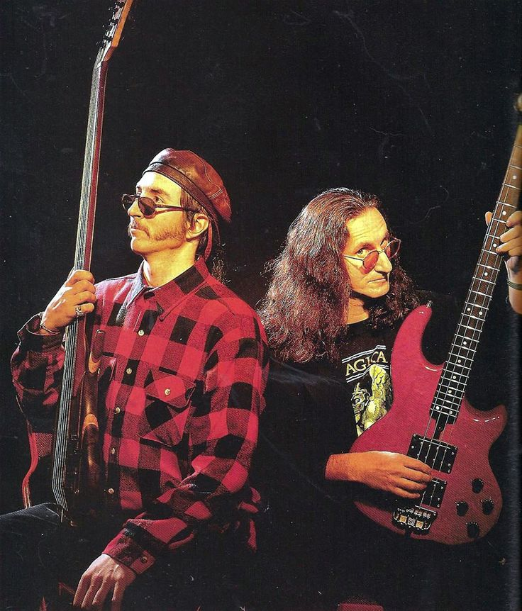 The most awesome photo I've seen a while: Geddy Lee & Les Claypool posing like gods.