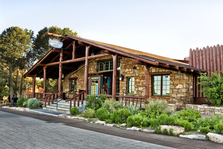 Bright Angel Lodge in the Grand Canyon Village is the perfect place to stay on your Grand Canyon vacation / We didn't stay at this Lodge but we did pop In #GrandCanyon #BrightAngelLodge