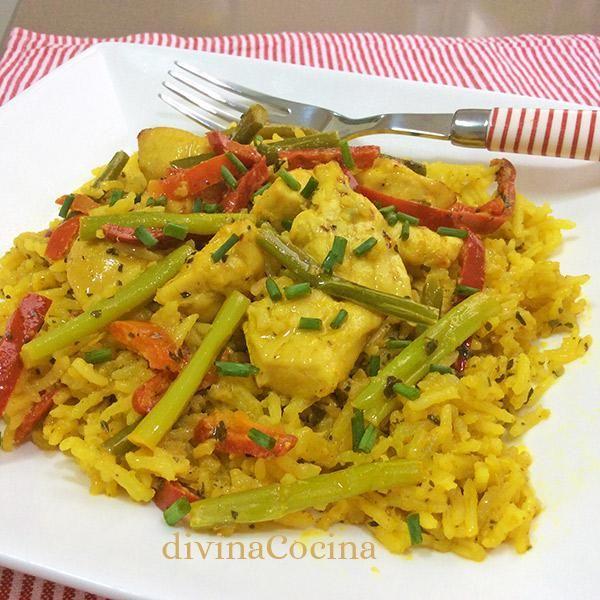 Este arroz con pollo al curry se elabora de una forma sencilla y tradicional pero con la aportación del sabor y color del curry