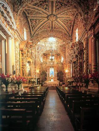 Interior Iglesia de Santa María Tonantzintla. Mexico. siglo XVIII