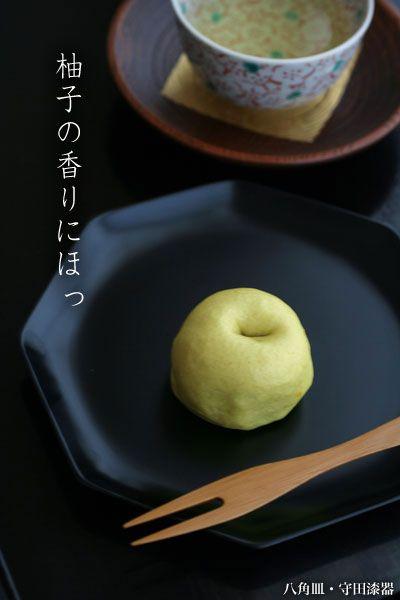 大阪高麗橋菊壽堂さんの「柚子まん」:八角皿・守田漆器:和食器・漆器 japanese tableware