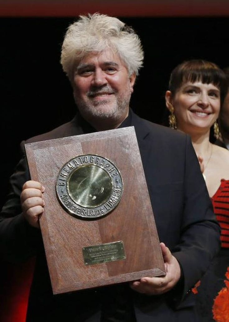 A galaxy of stars, including Keanu Reeves, Bérénice Bejo, and Juliette Binoche, have attended the Lumiere Film Festival in #Lyon, #France. Spanish director Pedro #Almodóvar was this year's recipient of the Lumière Award. Here an article: http://www.khaleejtimes.com/citytimes/inside.asp?xfile=/data/citytimes/2014/October/citytimes_October90.xml&section=citytimes