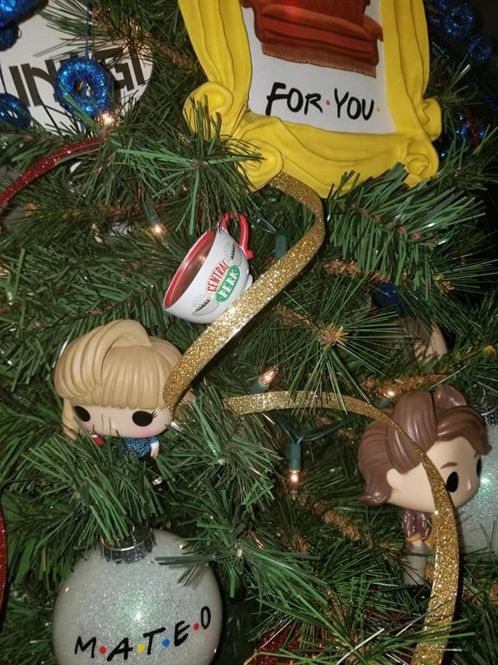 Pin By Yara Marie On Friends Tv Show Christmas Tree Christmas Novelty Christmas Christmas Tree
