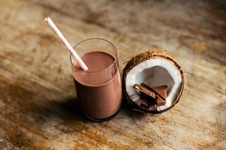 Amandel chocolade-milkshake met kokos - Culy.nl