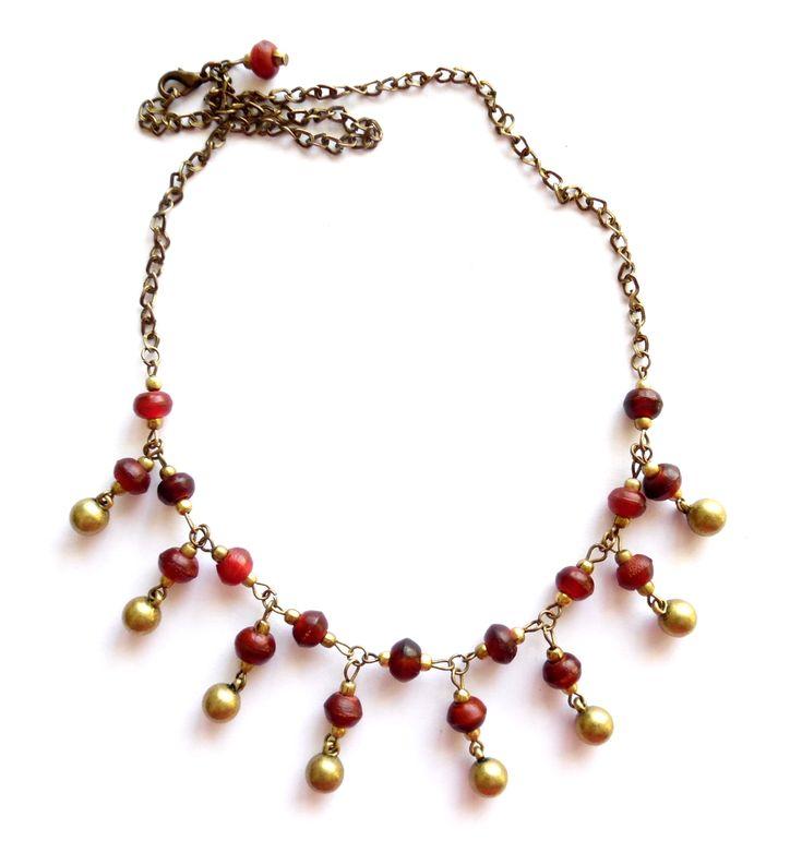 Halsband i brons med röda horn pärlor.  Längd: 52cm Lady of the Lake Sweden webshop http://ladyofthelake.se #bohemiskasmycken #bohostil #bohemian #jewelry #handmade #svenskdesign