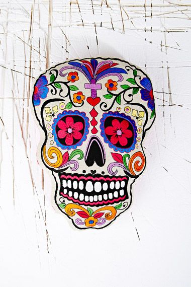 Coussin tête de mort mexicaine chez Urban Outfitters