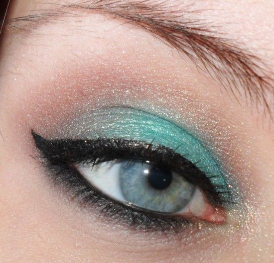 I used Orsay(Lid), Triomphe(Crease), Eiffel(Lower lash), and Versailles(Inner corner highlight) from Sigma's Paris Palette. And Elope(Brow Highlight) from Sigma's BARE palette. This makeup i didn't do makeip on my face since i was going to bed a little while after I was done with the eyemakeup.