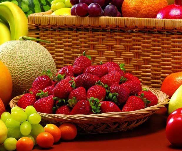 Yaz Meyvelerinin GücüYaz mevsiminin gelmesiyle birlikte raflardaki meyvelerin rengi kırmızıya çalmaya başladı. Vişne, böğürtlen, kırmızı erik, karpuz, incir, mürdüm eriği ve üzümün bolca bulunduğu bu dönemde bir yandan leziz ve taze yaz meyvelerini yiyip bir yandan da vitamin ve mineral depolarınızı doldurmaya ne dersiniz?    Yazının Devamı: Yaz Meyvelerinin Gücü   Bitkiblog.com  Follow us: @bitkiblog on Twitter   Bitkiblog on Facebook