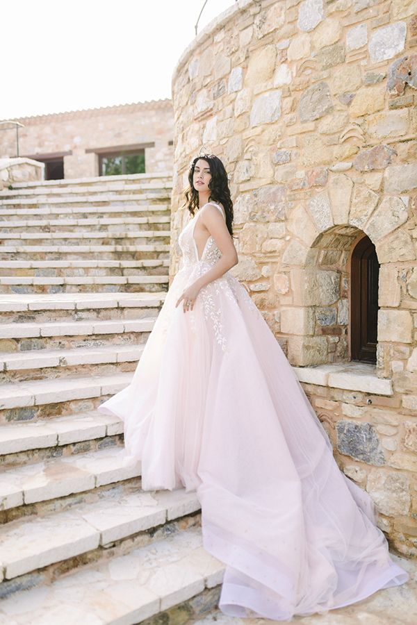 Dreamy styled shoot in soft pink hues | Bridal