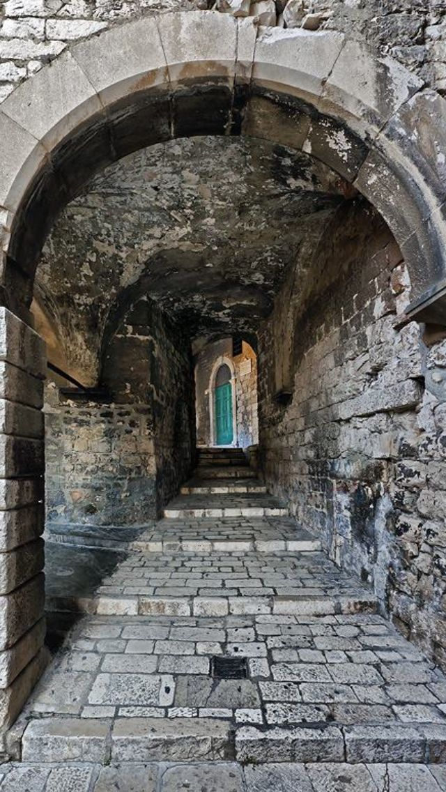 Šibenik !!!!!! :)Šibenik est une ville et une municipalité de Croatie située en Dalmatie. Elle est le chef-lieu du comitat de Šibenik-Knin. Wikipédia