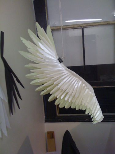 Fabulous paper feathers< ooh, I wanna learn how to make them!
