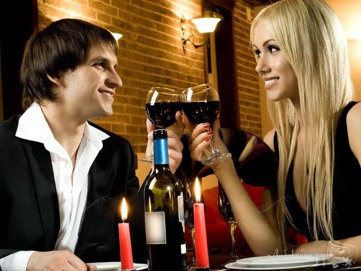 Очень часто, приглашая девушку на свидание, молодые люди попросту не знают, о чем вести беседу, какие вопросы уместно задавать, а о чем лучше пока не спрашивать. http://ogate.ru/svidaniya/284-voprosy-devushke-na-svidanii.html