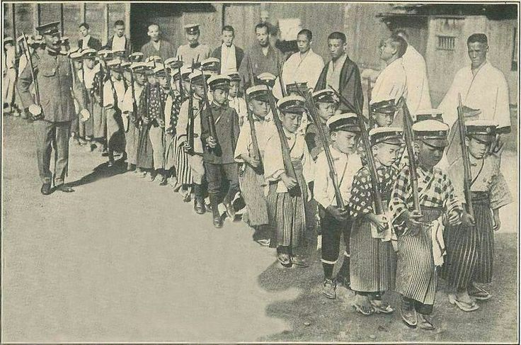 Historygram Russia: 🇷🇺──────────── Японские бойскауты обучаются обходиться с винтовками, 1916. 🇬🇧──────────── Japanese Boy Scouts being trained with rifles, 1916.  [#hg_дети  |  @historygramRUS ] 〰〰〰〰〰〰〰〰