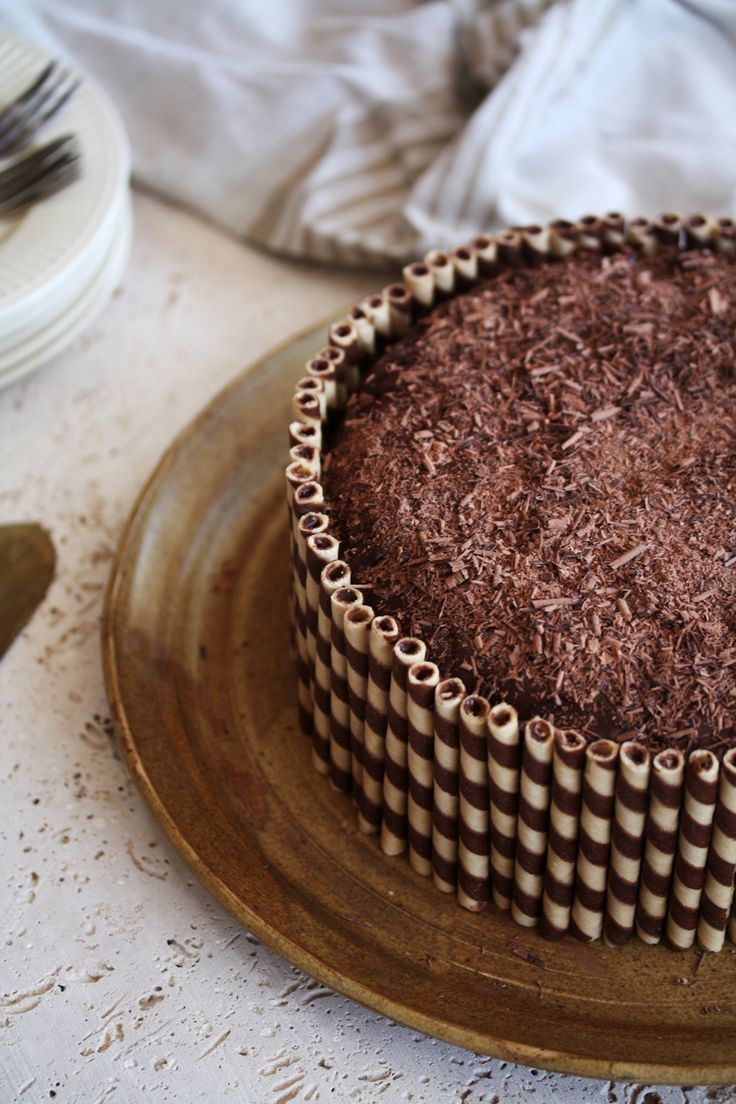 23 Best Cakes Images On Pinterest Indonesian Recipes Asian Food Spon Fancy Bulat Coklat Never Thought To Decorate A Chocolate Cake With Those Delicious Cookie Straws What