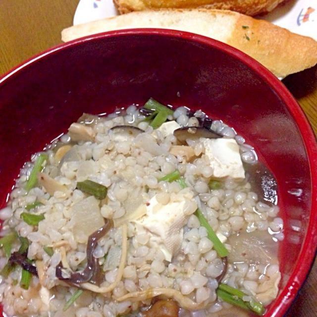 久々に!徳島の郷土料理です(*゜▽゜)ノ 本当は鶏肉が入るのですが、ウチは母が鶏肉食べられないので…シンプルに山菜としいたけと大根を入れてます(笑) - 13件のもぐもぐ - 蕎麦米汁/カレーパン/ガーリックフランス by まからいと