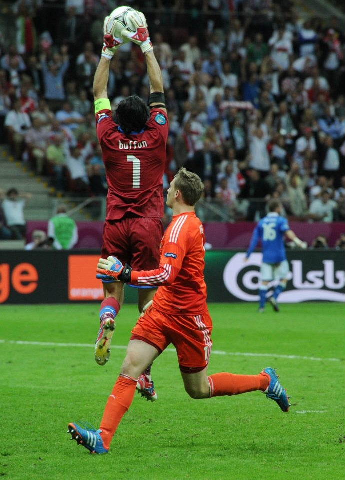 Gianluigi Buffon and Manuel Neuer who left the goal to join his team players on the field