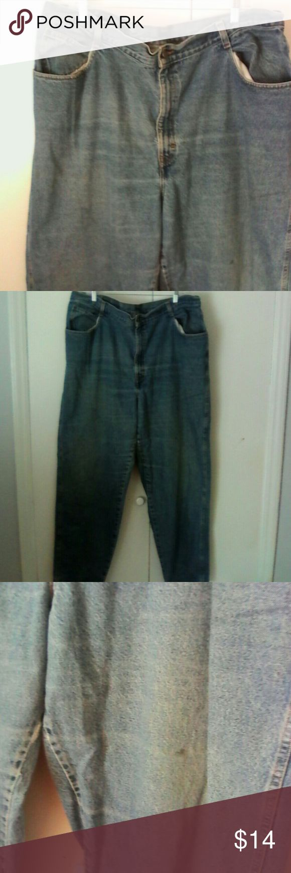 Gitano Woman's Plus Tall Jeans 26W This is a pair of woman's plus size jeans by Gitano in a size 26W Tall 100% cotton Straight leg Light stonewashed blue NOTE one spot on left thigh area as seen in pictures, will not affect wear Otherwise in excellent condition Gitano Jeans Straight Leg