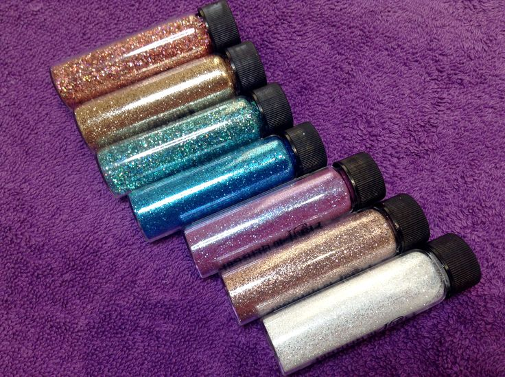 We love deliveries, especially when they are extra sparkly. 6 new Magpie glitters arrived yesterday and Kirsty is already creating.