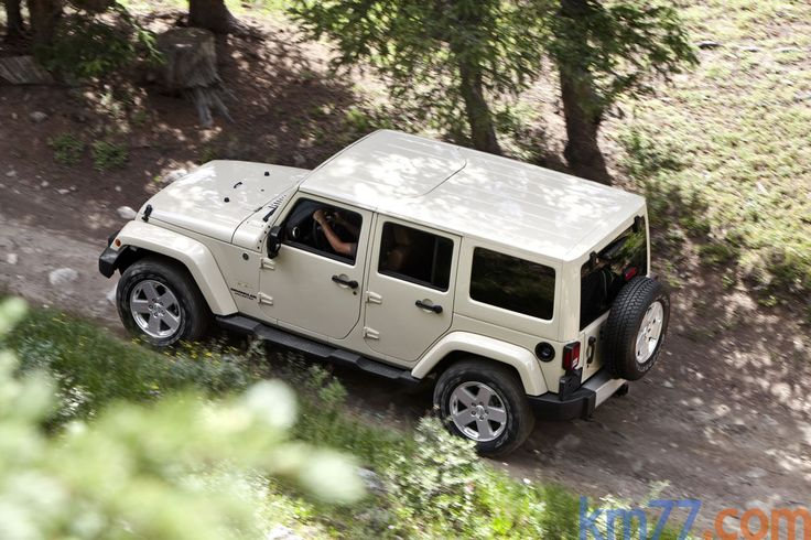 Jeep Wranger in Sahara Puddy, great summer truck