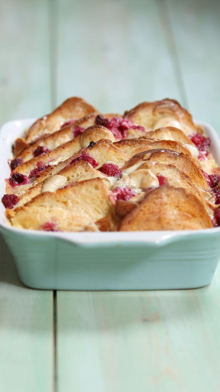 Pudding brioches à la framboise et au chocolat blanc ~ Recette | Dégusté   – Cafe food ideas