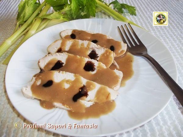 Petto di pollo in salsa di senape e balsamico, un' ottima ricetta veloce e light ideale anche in regime dietetico. La salsa aromatica rende la carne gustosa