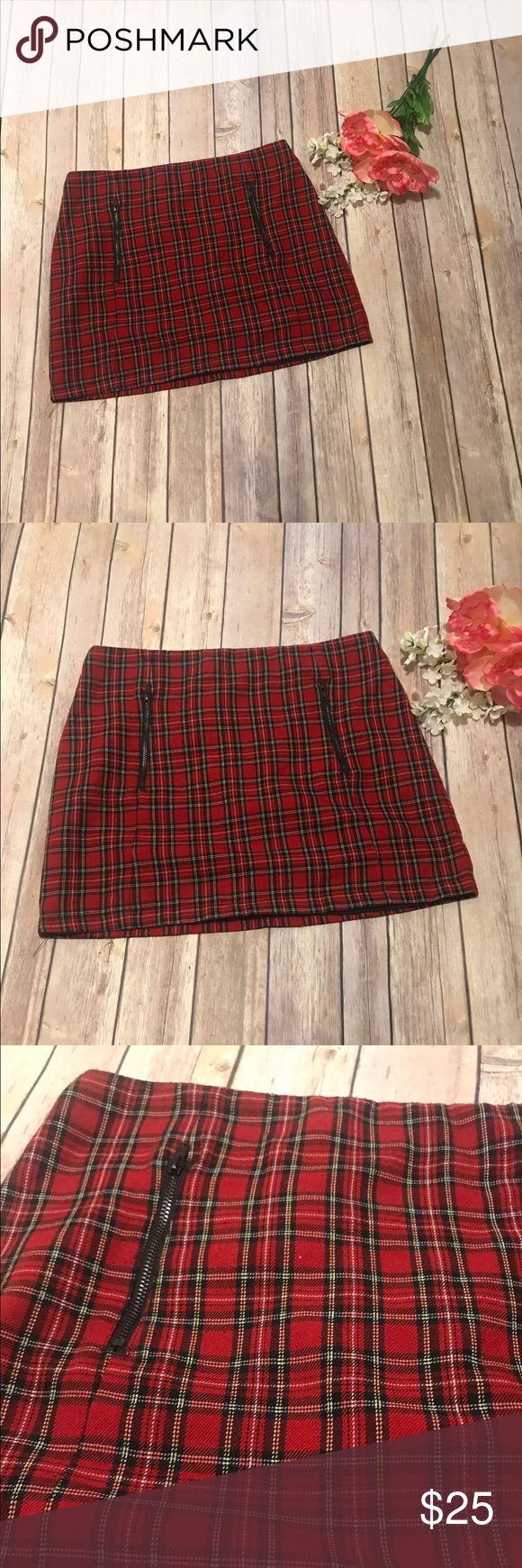 Topshop Classic Plaid Skirt A Classic! This plaid skirt could be worn so many ways, including schoolgirl Halloween outfit costume! Size US 6 Topshop Skirts Mini