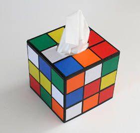 Cadeau geek fait maison : une boite à mouchoirs Rubik's Cube
