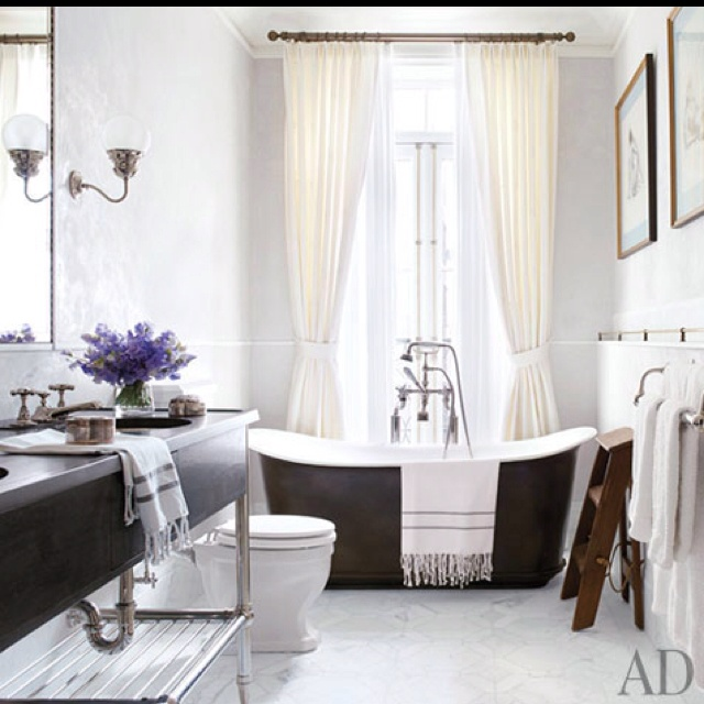 Brooke Shields' bathroom