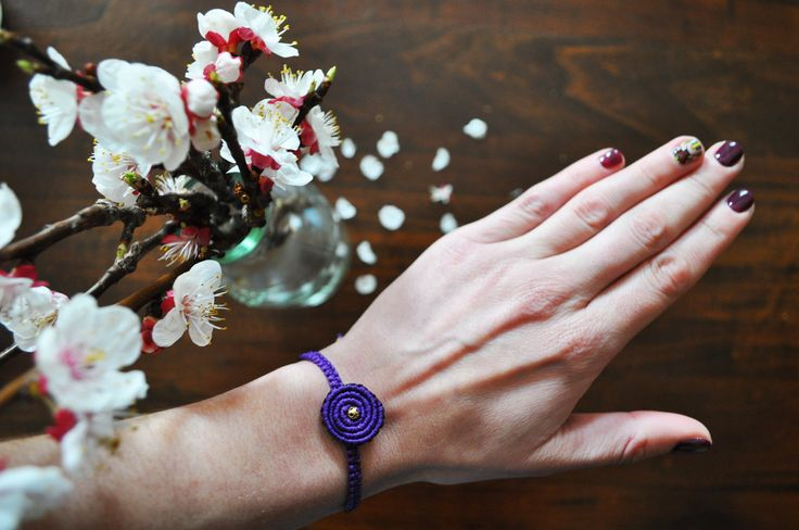 Learn now how to make #Spiral #Macrame #Bracelet ...the next hot trend of this summer