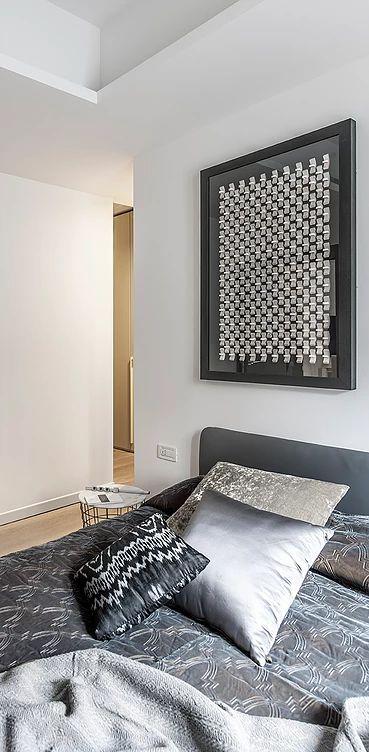 BRANDO concept  | bedroom design interior camera da letto copriletto raso grigio cuscini